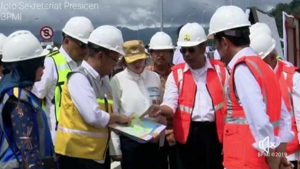 Presiden RI Joko Widodo di Sambut Bupati Panambunan Saat Tinjau Pembangunan Jalan Tol