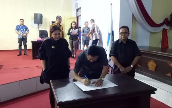 Terkait Pertanggung Jawaban APBD 2018, VAP Hadiri Paripurna DPRD Minut