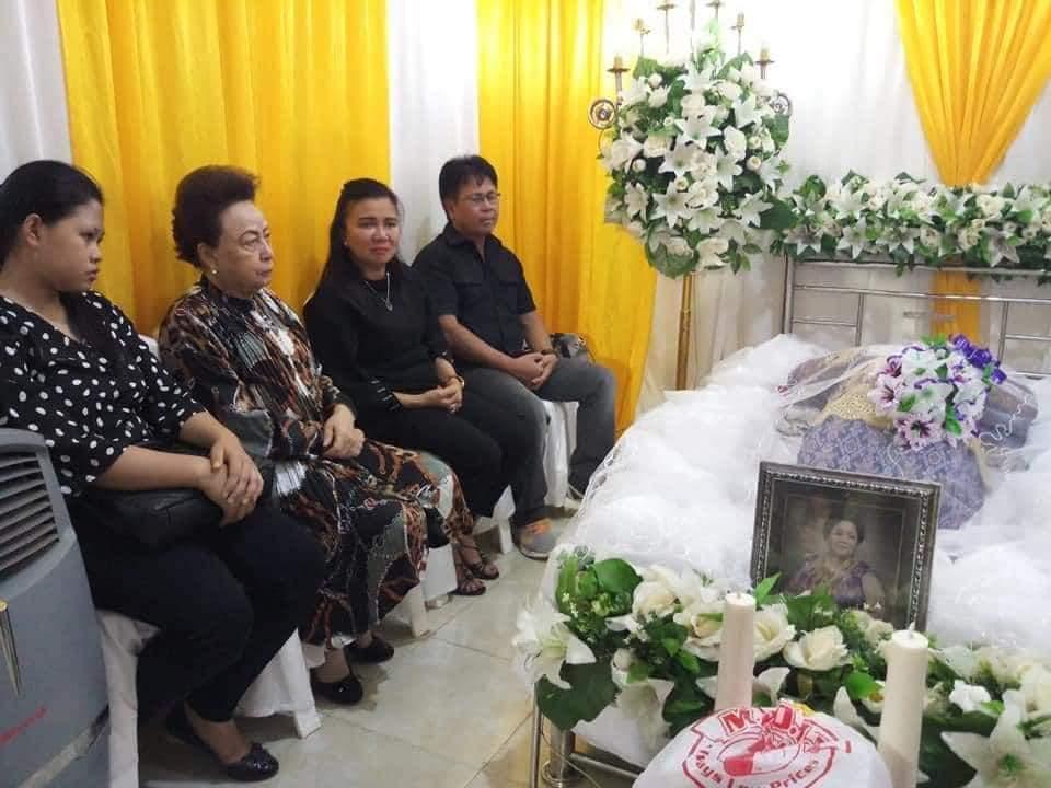Turut Berdukacita, Ketua DPRD Minsel Melayat Kerumah Duka Alm Nontje Kalangi