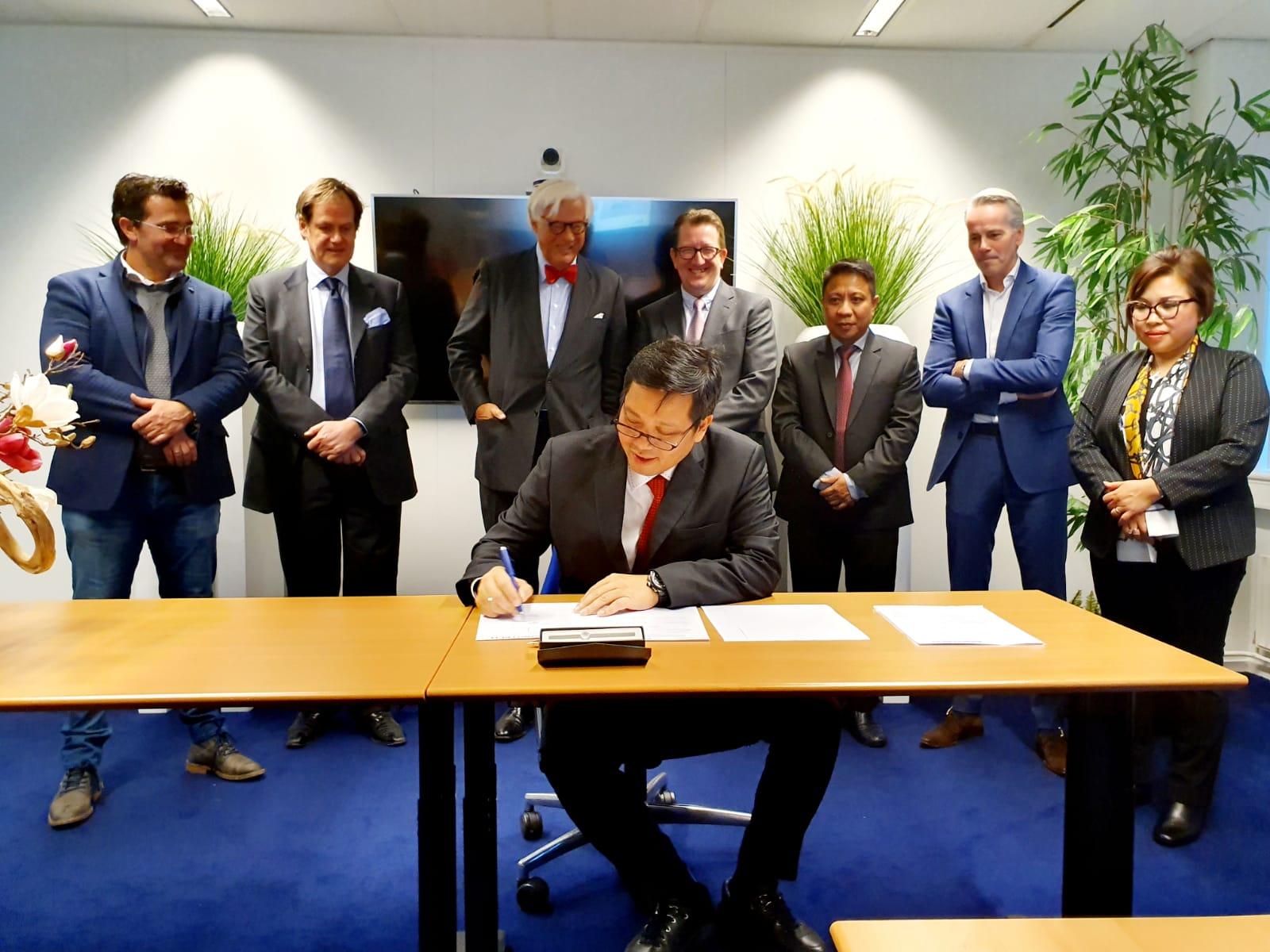 Kandouw Prensentasi Peluang lnvestasi Sulut 150 Pengusaha Eropa di Belanda