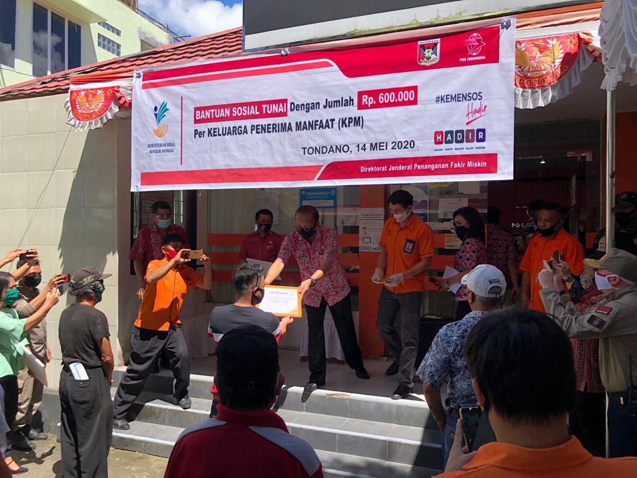 Serahkan BST di Tondano Timur, Muntu Berharap Supaya Tidak Disalahgunakan
