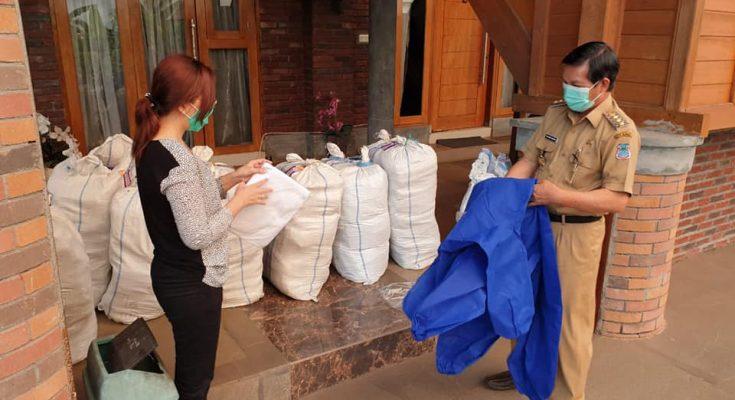 Walikota Manado serahkan APD tahap dua ke 16 Puskesmas