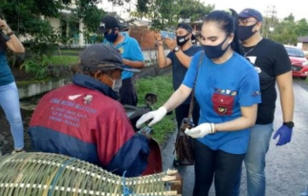 SGR Bagi-Bagi Bantuan Di Desa Wusa Dan Winetin
