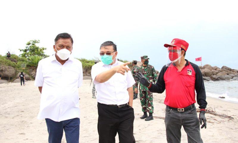ROR Dampingi Olly Serahkan Bantuan di Pesisir Timur Minahasa