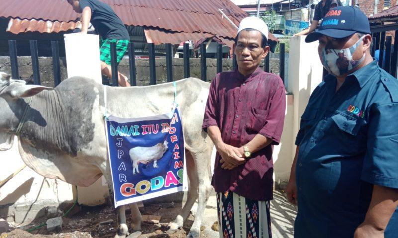 Tim GODAS for JPAR kembali salurkan hewan Qurban di Kecamatan Wenang dan Singkil