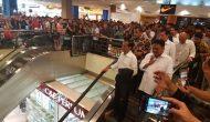 Permalink ke Heboh, Warga Manado Histeris Lihat Presiden Jokowi Blusukan di Mantos