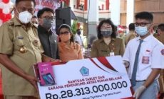 Permalink ke Siswa tak mampu dapat bantuan tablet dari Gubernur Sulut
