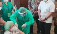 Permalink ke Gubernur Olly Dampingi Menkes Tinjau Vaksinasi Massal