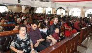 Permalink ke Ibadah di GMIM Bumorik, Penjabat Walikota Manado Salami Ribuan Jemaat