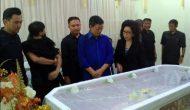 Permalink ke Walikota GSVL dan Prof Paula Hadiri Pemakaman Dosen UNIMA