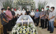 "Permalink ke Melayat ke rumah duka mantan Bendahara PDIP Minahasa, FDW : Perjuangan Alm Jadi Inspirasi Kader ""Banteng"""