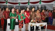 Permalink ke Safari Natal Pemprov Sulut di GPdI Tondano, Kandouw Serahkan Diakonia Natal