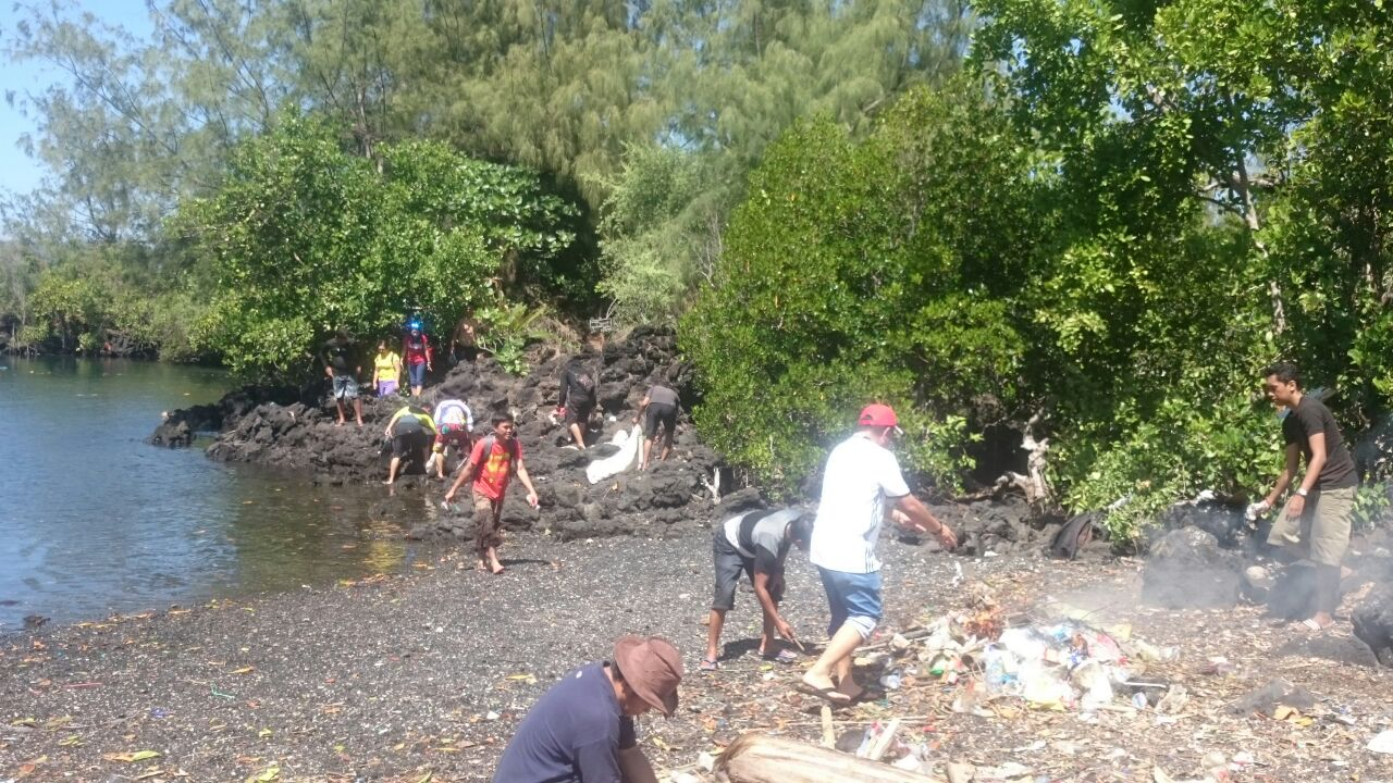 Dipenuhi Sampah Mantiri Wisata Alam Batu Angus Harus