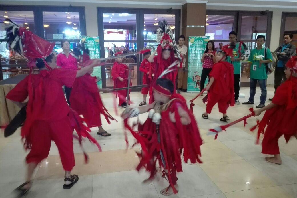 Permalink ke Luar Biasa…..Tarian Kabasaran Warnai Penyambutan Bahkan Penutupan FLS2N Provinsi Sulut