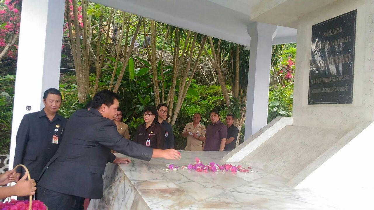 Permalink ke Seharian Wagub Pimpin Upacara Ziarah ke Makam Pemimpin dan Pahlawan Nasional Sulut