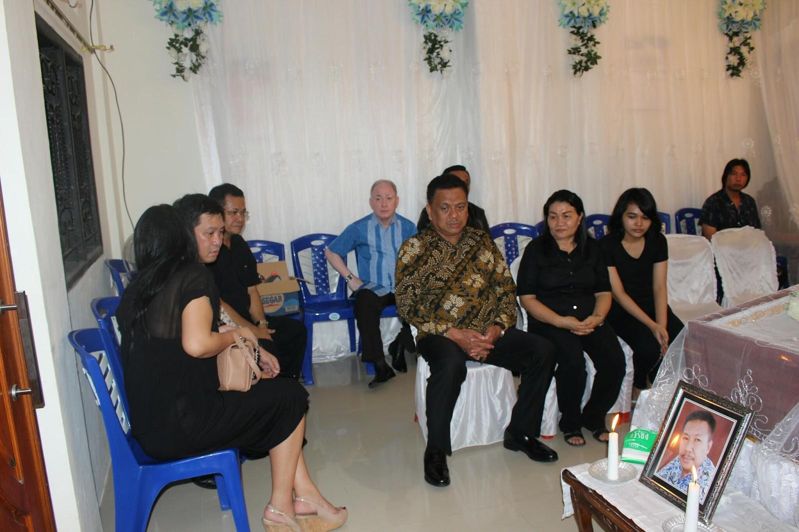 Permalink ke Melayat di Rumah Duka Alm Alfrets Rambing, OD-SK Sangat Bersedih
