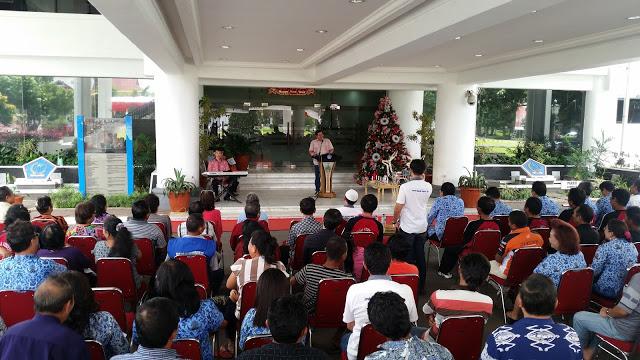 Gelar Ibadah Pra Natal, JIPS Berbagi Dengan Petugas Kebersihan