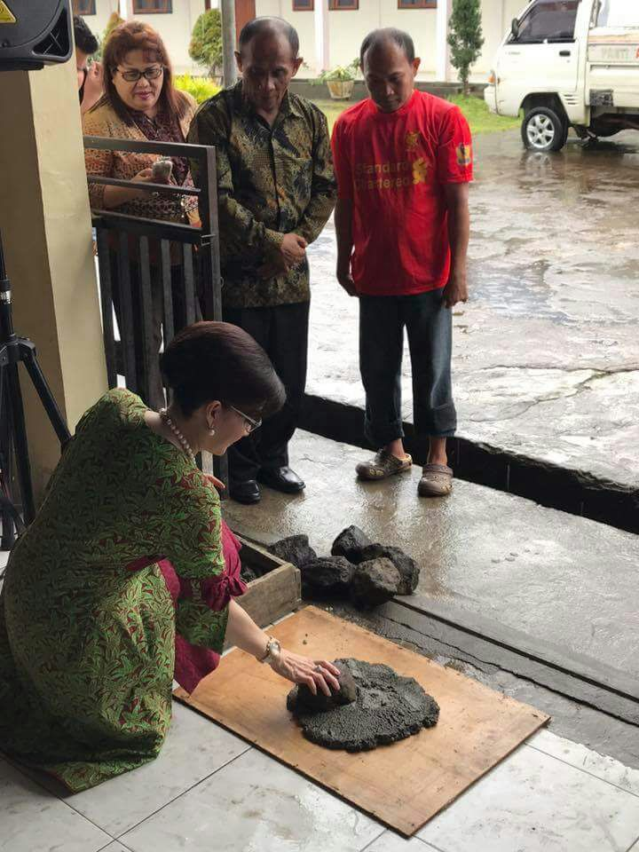 "Permalink ke Berbagi Kasih, Bupati Tetty Kunjungi Panti Asuhan ""FEBE"" di Minahasa"