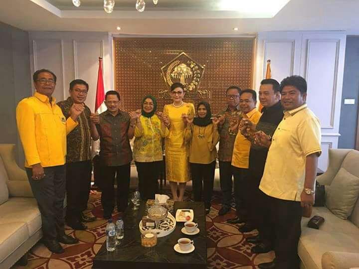 Permalink ke Temui Novanto, 10 DPD II Nyatakan Dukung Tetty Ketua PG Sulut
