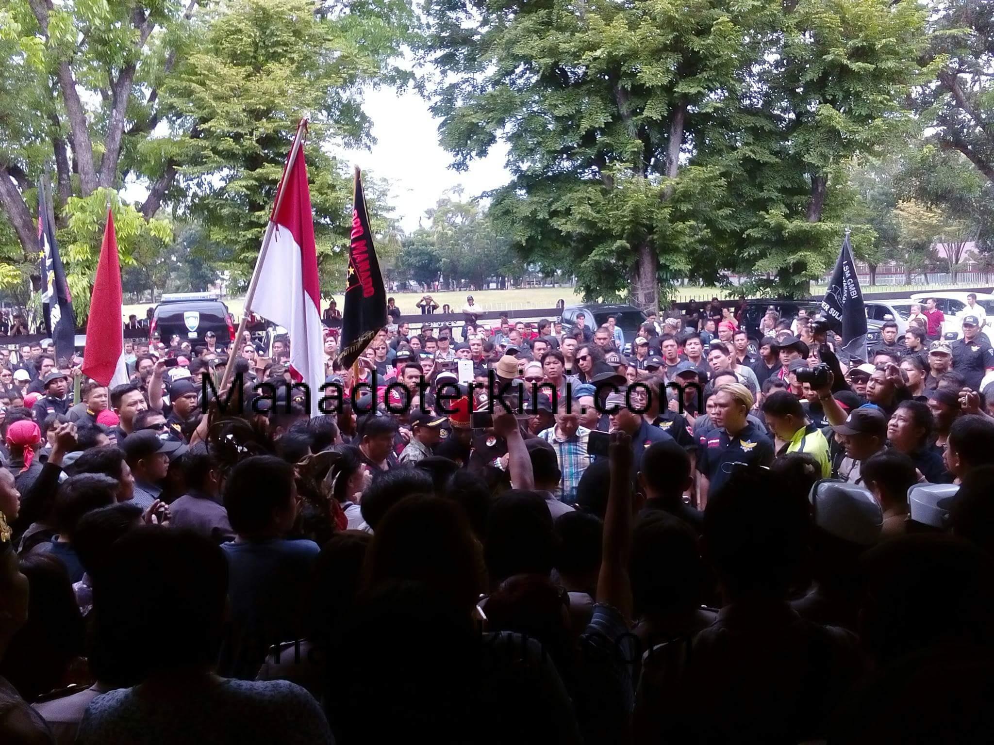 Permalink ke LSM Adat dan Ormas Demo di DPRD Sulut