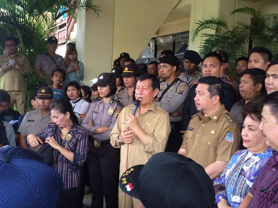 Demo Petugas Kebersihan Ditutup Dengan Doa Bersama