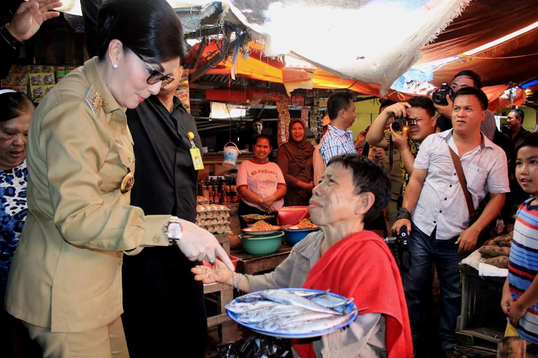 Permalink ke Jelang Puasa, Bupati Tetty Sidak Harga Sembako di Pasar 54 Amurang