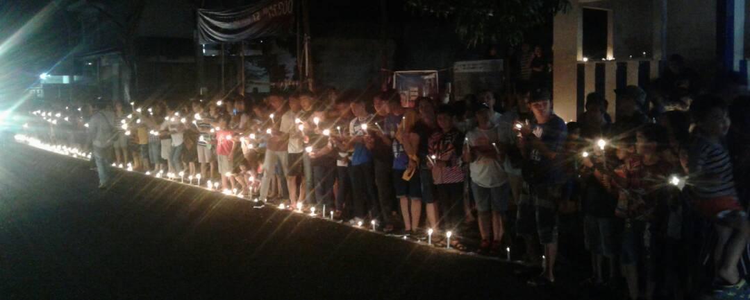 Gerakan Seribu Lilin Untuk Ahok, Warga Minut Tumpah Ruah di Ruas Jalan Aimadidi