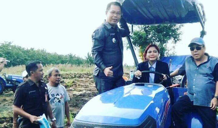 Permalink ke ALSINTAN Kementerian Perdana Digunakan Bupati VAP Panen Jagung di Desa Paniki Atas