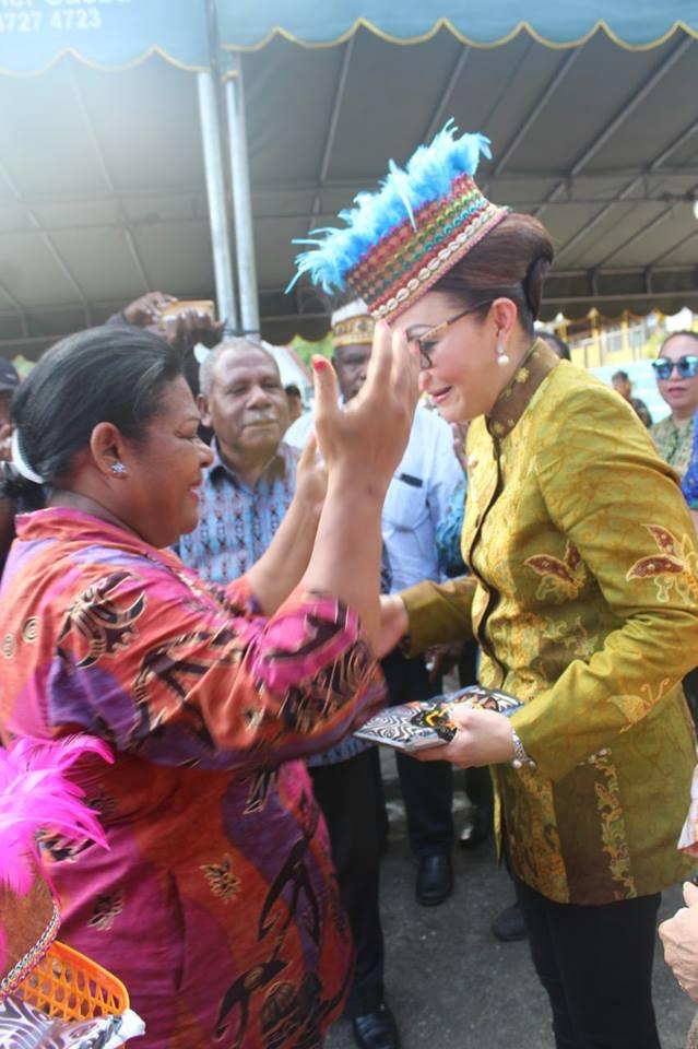 Bupati Tetty Tatap Muka Dengan Warga Kawanua Minsel di Papua