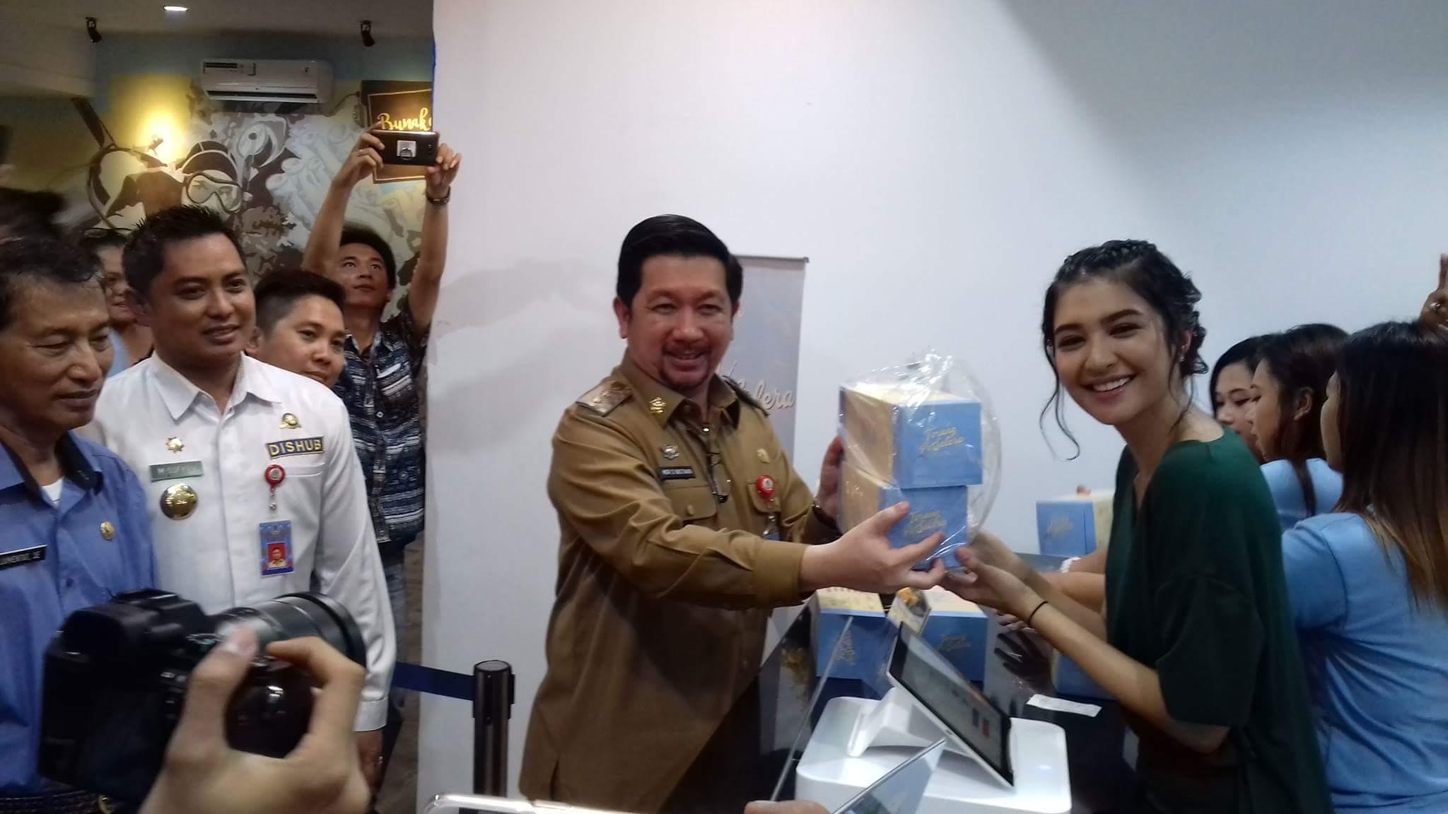 Permalink ke Artis Cantik Mikha Tambayong Buka Usaha Gerai Kue di Manado
