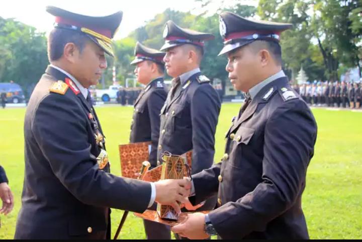 Kapolda Sulut Nobatkan Tiga Polisi Teladan