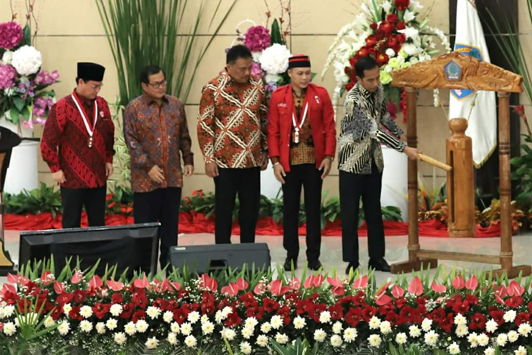 Buka Kongres GMNI di Manado, Gubernur OD Dampingi Jokowi Pukul Tetangkoren