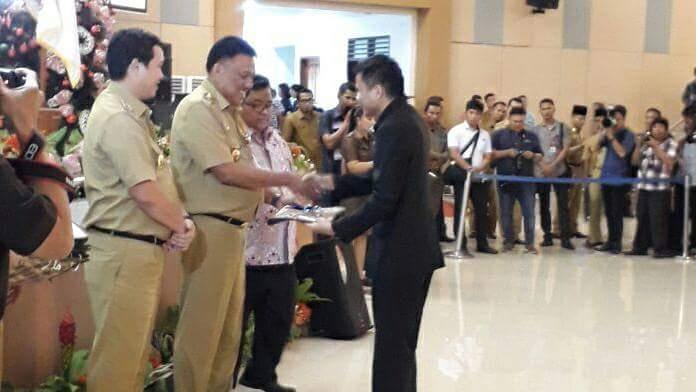 Permalink ke Diserahkan Gubernur, DIPA Mitra 2018 Diterima Wabup Kandoli