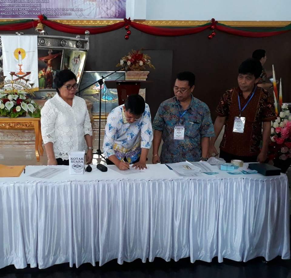 Permalink ke Walikota GSVL dan Prof Paula Terpilih Ketua PKB dan WKI GMIM Wilayah Manado Malalayang Barat