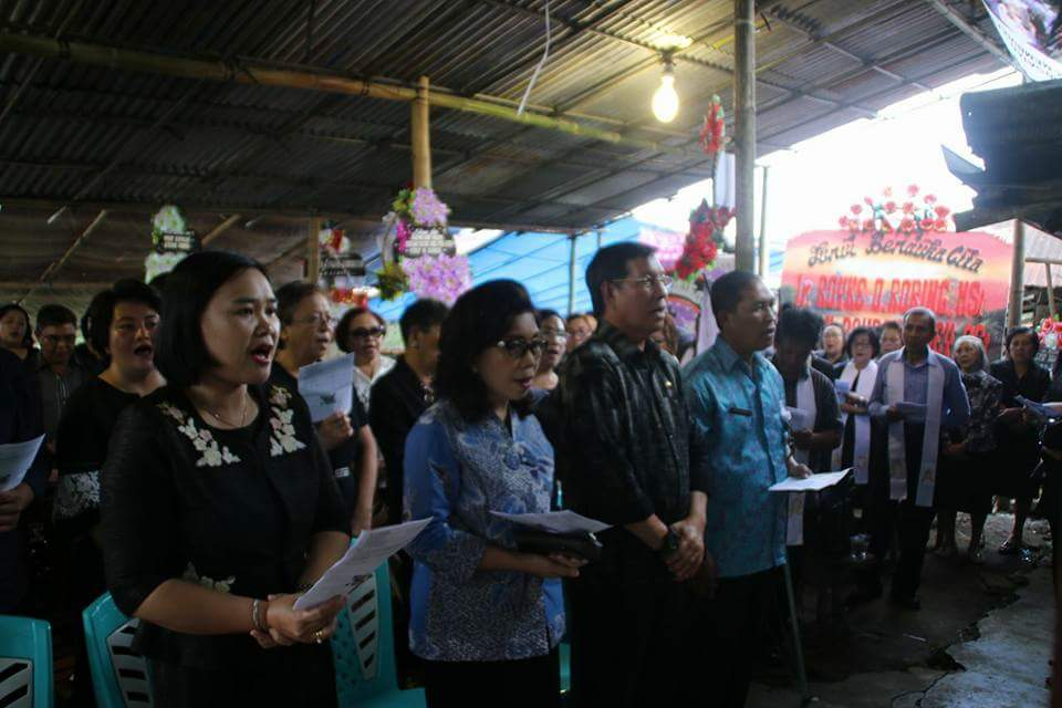 Permalink ke Hadiri Ibadah Pemakaman Warga Manado di Desa Rerer, GSVL : Dalam Hidup Manusia Tidak Ada Yang Kebetulan