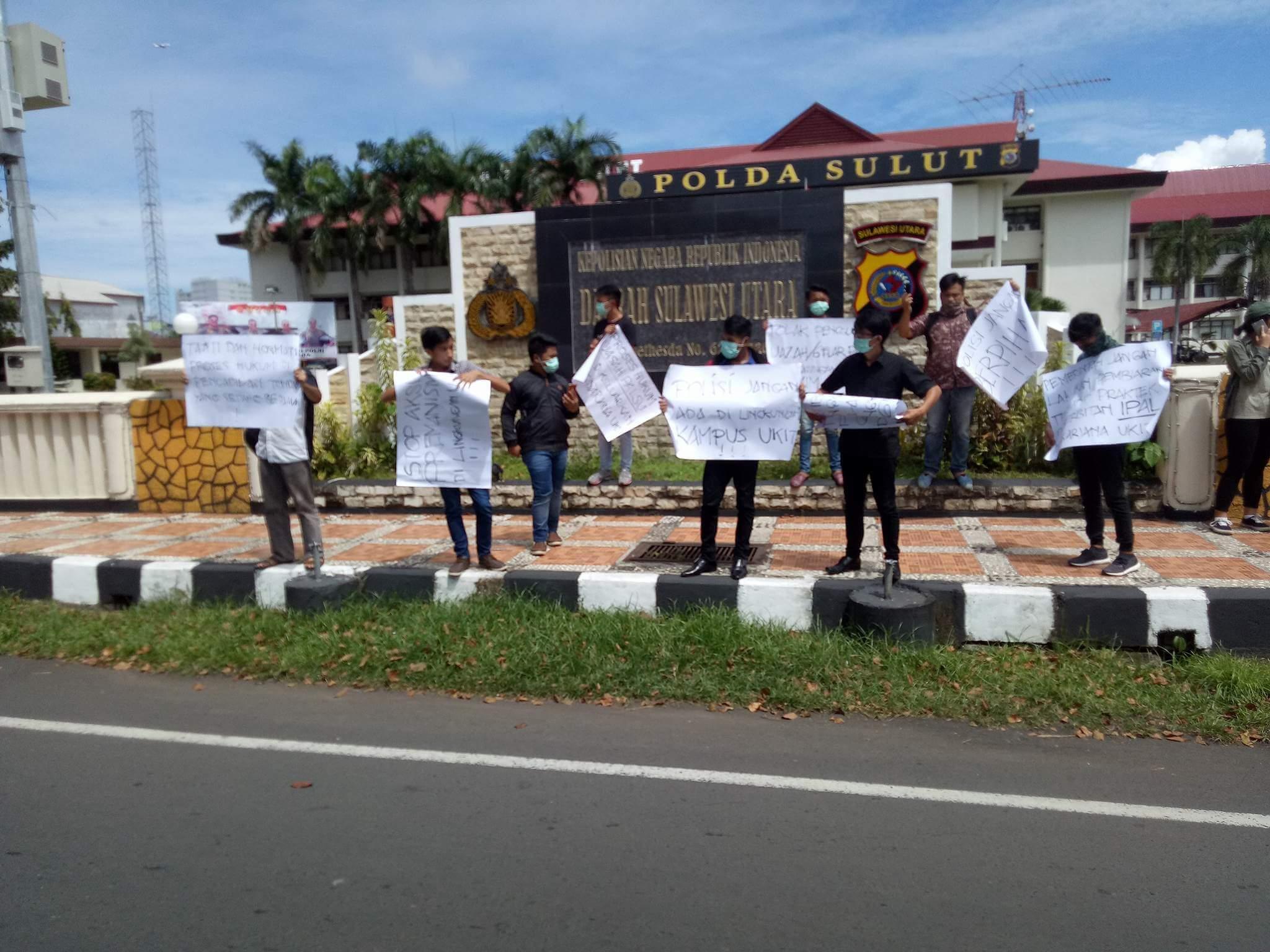 Permalink ke Sejumlah Warga GMIM Lakukan Demo di Depan Polda Sulut