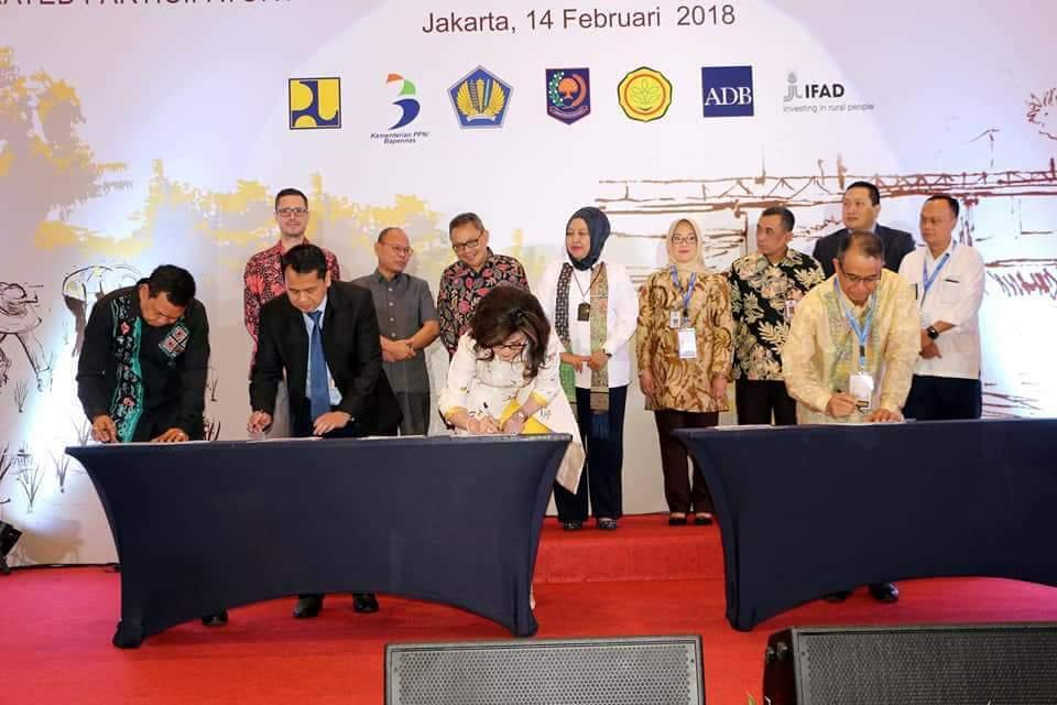 Permalink ke Hebat, Bupati Tetty Wakili Bupati se- Indonesia Tandatangani Perjanjian Hibah Program IPDMIP