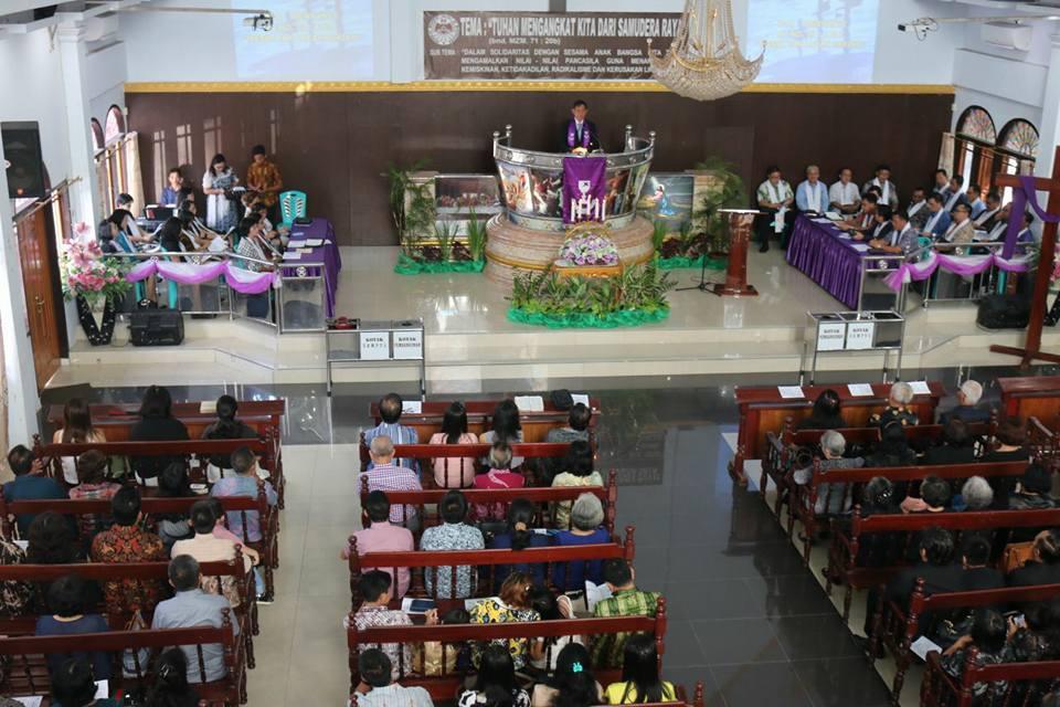Permalink ke Pimpin Ibadah Minggu di GMIM El-Manibang Malalayang, Pnt Vicky : Maknai Pengorbanan Yesus Kristus