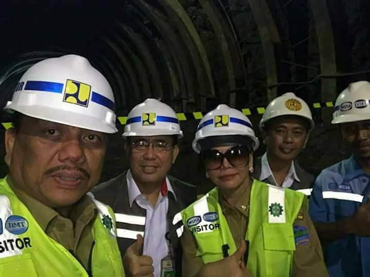 Permalink ke Tembus 2 Sisi Berbeda, Gubernur Olly Dan Bupati VAP Tinjau Terowongan Waduk Kuwil
