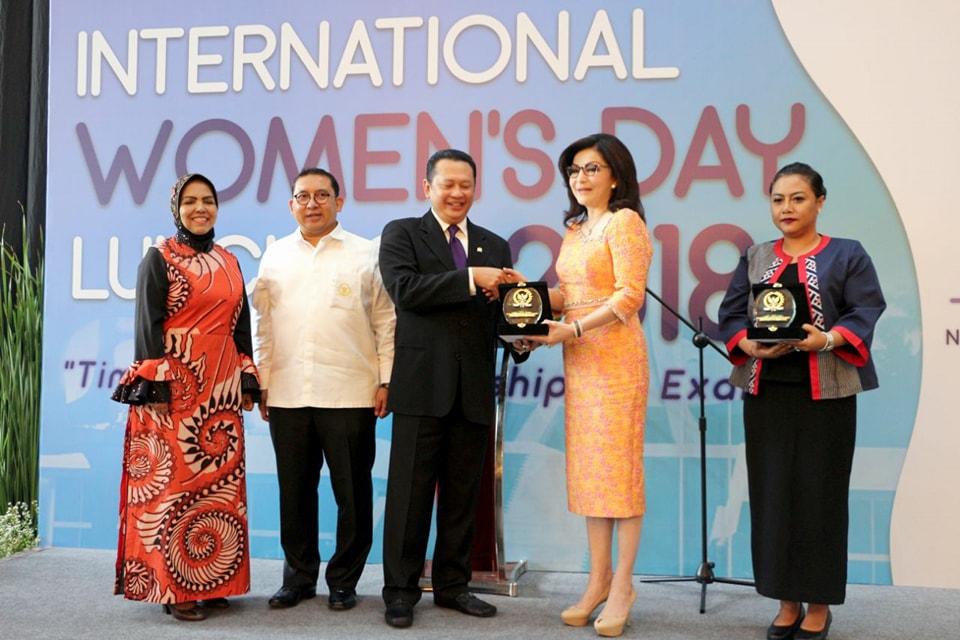Permalink ke Hari Wanita Internasional, Bupati Minsel Terima Penghargaan Dari DPR-RI