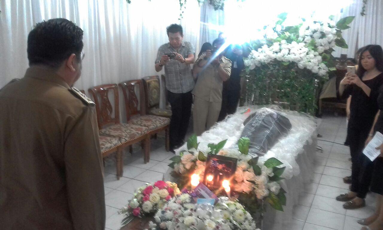 Wawali Mor Bastiaan Melayat Ke Rumah Duka Meninggalnya Kadis Koperasi Theddy Lasut