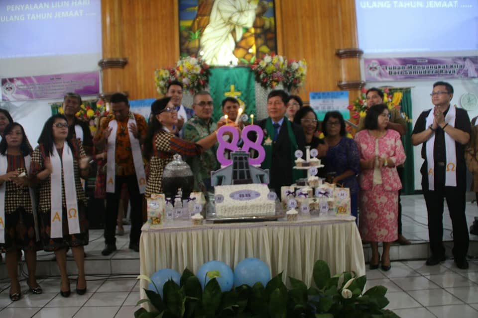 Khadim Ibadah HUT ke-88 Jemaat GMIM Solagratia Kayuwatu, Pnt Vicky Ajak Jemaat Selalu Bersyukur