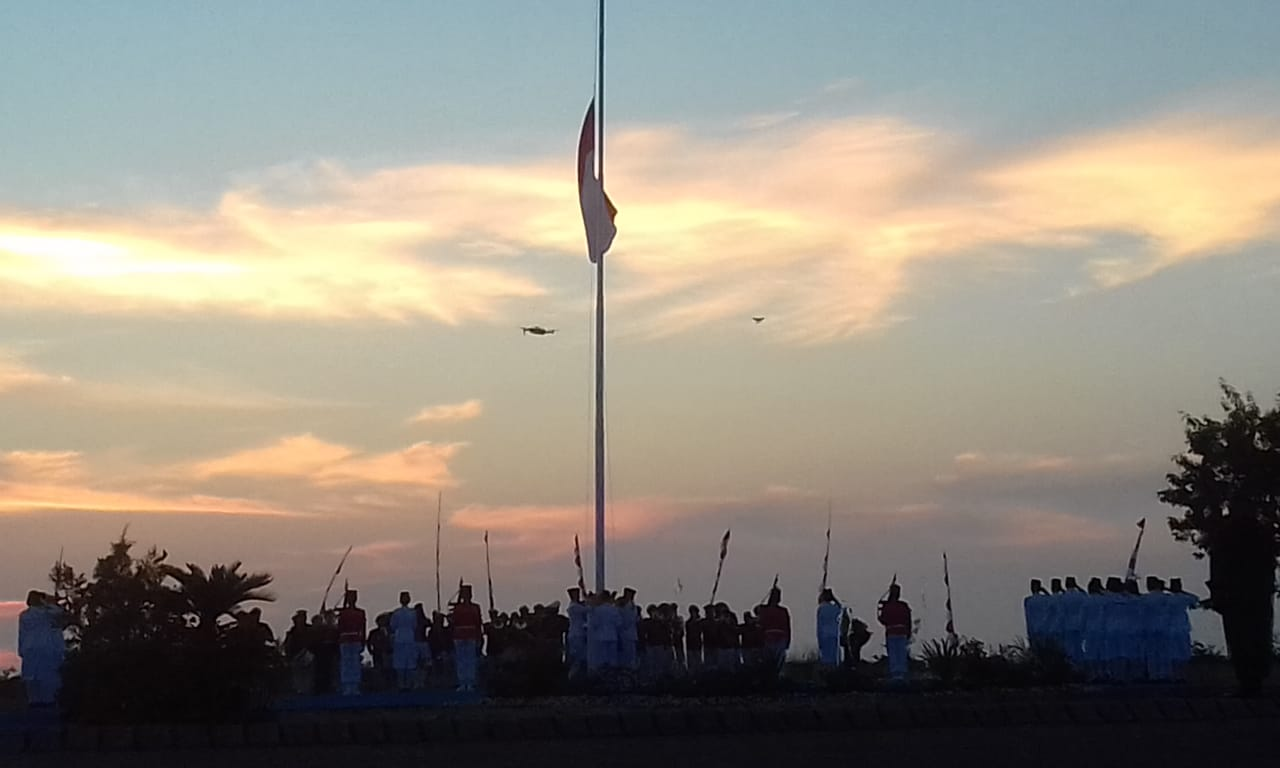 Permalink ke Sunset di Teluk Manado, Iringi Khidmatnya Penurunan Bendera Merah Putih