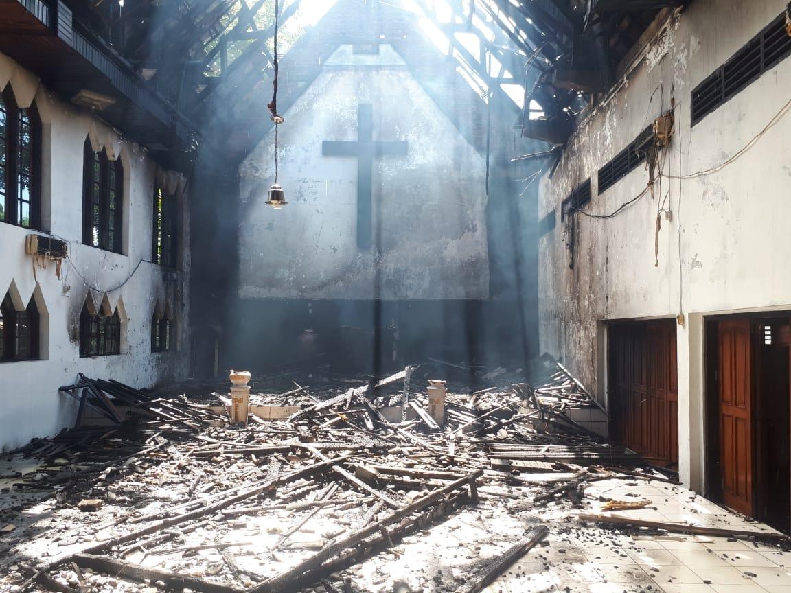 Permalink ke Gereja Protestan Efrat, Dilalap Si Jago Merah