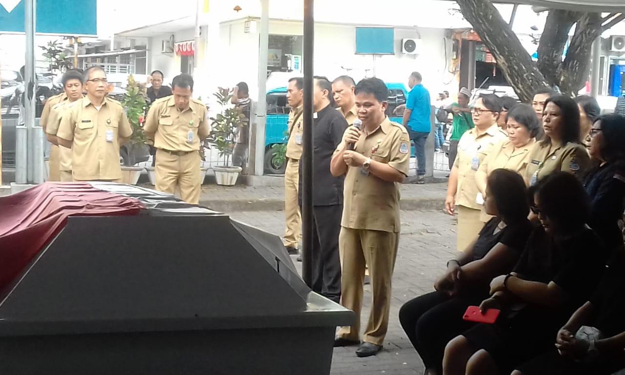 Permalink ke Ir Nolfie Talumewo Pimpin Ibadah Pelepasan Jenasah ASN Dinas PKP Manado