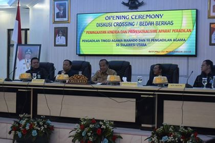 Lomban Buka Acara Diskusi Crossing Pengadilan Agama se-Sulawesi Utara