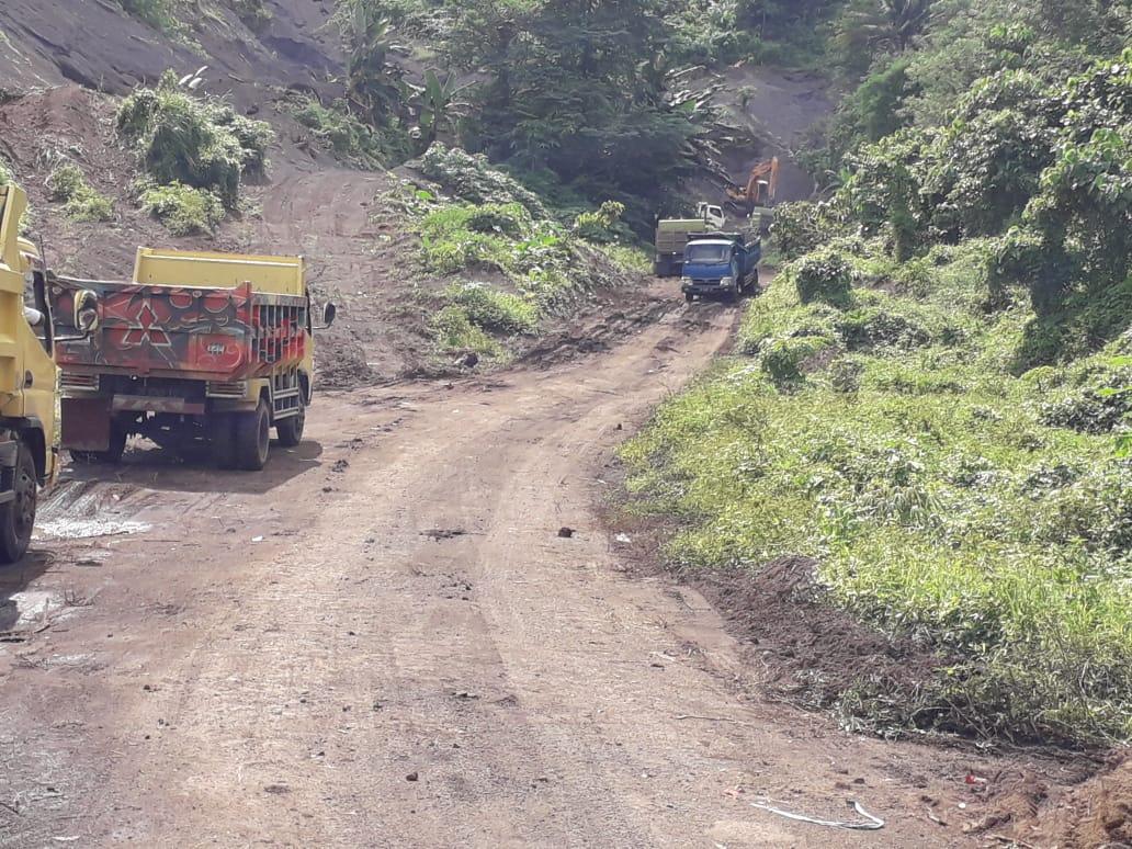 Permalink ke Lagi Aktifitas Galian Pasir Ilegal di Kelurahan Tewaan, Diduga Disuplai ke Tongkang