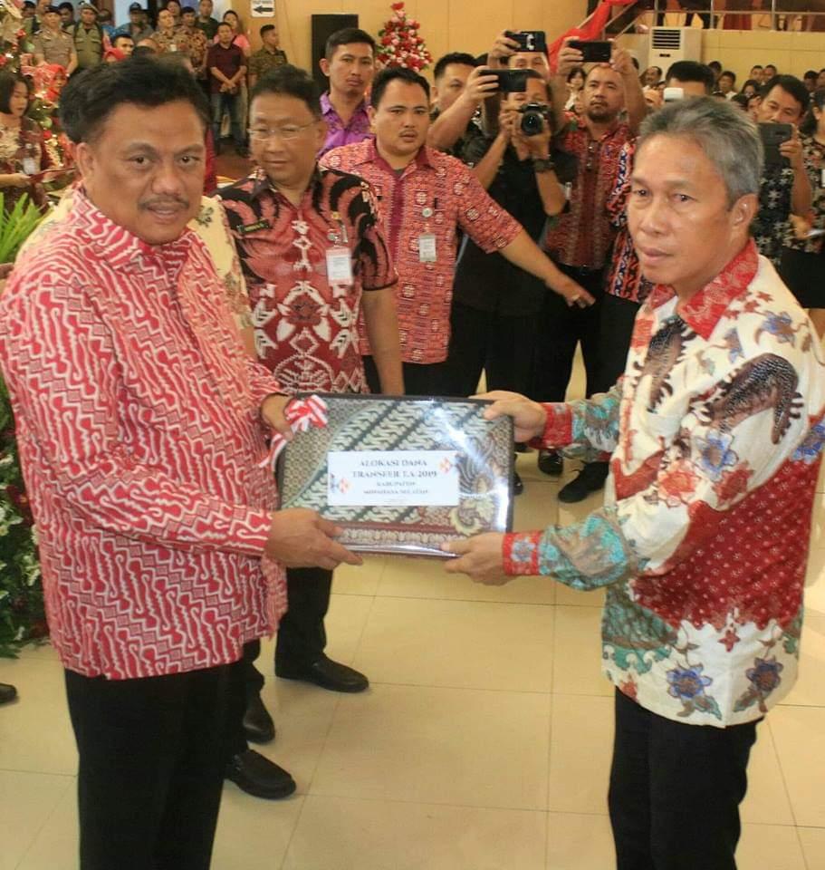 Permalink ke Wabup Minsel Terima DIPA 2019 Dari Gubernur Sulut