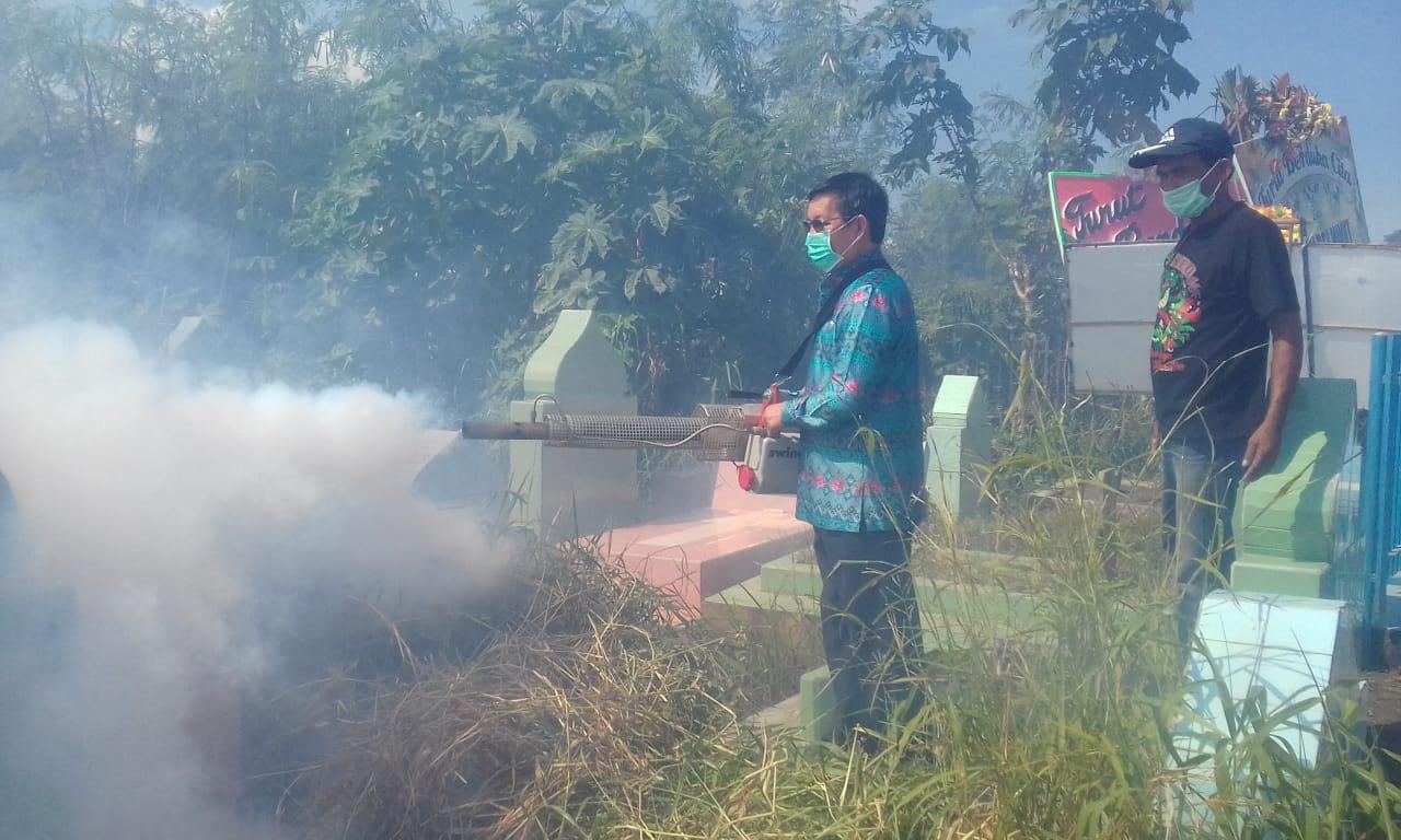 Permalink ke Cegah DBD, Walikota Manado Fogging Kuburan dan Sekolah