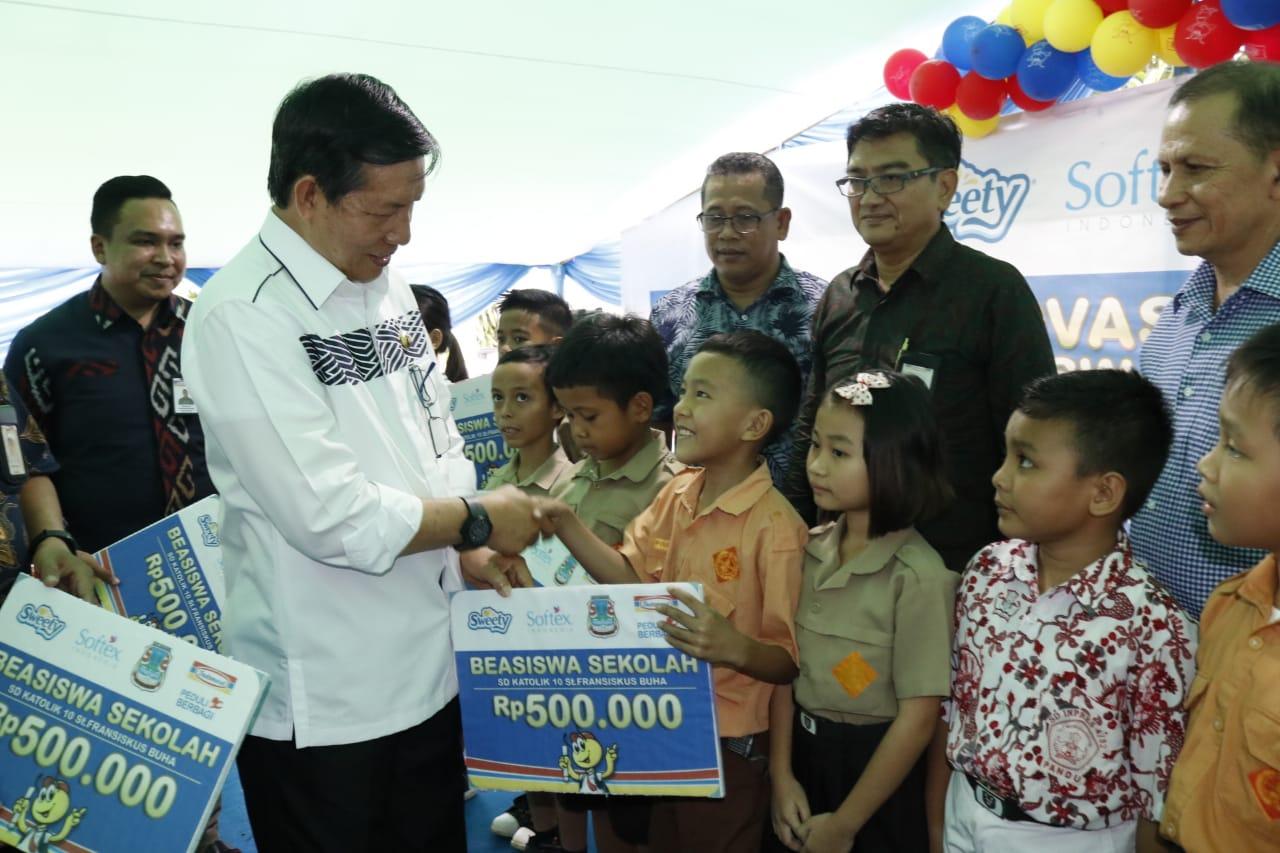 Permalink ke Walikota GSVL Hadiri Peresmian Renovasi Sekolah Sekaligus Pemberian Beasiswa di Buha